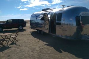 se-alquila-airstream-room-airstreamroom-caravana-silver-room-para-rodajes-vehiculos-escena-fotos-cine-catalogos-sealand-motion.01 (1)