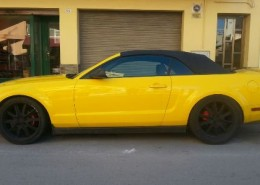 ford-mustang-amarillo-alquiler- vehiculos- escena -coches rodajes- sealand motion