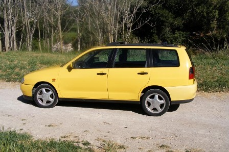 seat-cordoba- amarillo-alquiler- vehiculos- escena -coches rodajes- sealand motion