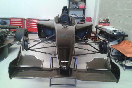 formula-1-dallara-alquiler- vehiculos- escena -coches rodajes- sealand motion
