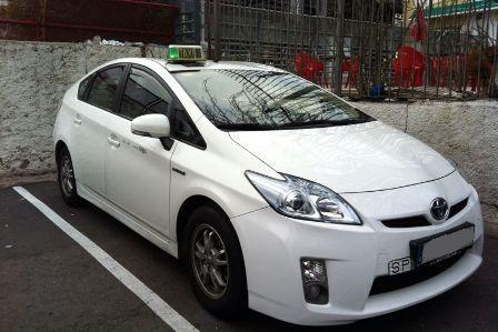 alquiler-taxi-blanco-toyota-prius-vehiculos-de-escena-videoclips-peliculas-cine-fotos-catalogos-eventos-sealand-motion