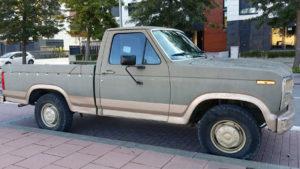 alquiler-ford-f100-pickup-americana-ochentera-americanos-pelicula-vehiculos-escena-para-rodajes-publicidad-fotos-sealand-motion