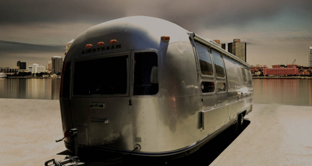 alquiler-airstream- long-silver-room-para-rodajes-spots-madrid-sealand-motion