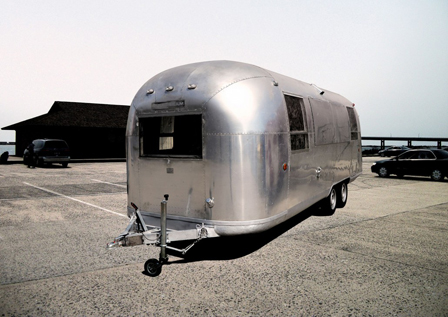alquiler-sillver-room-airstream- medium-para-rodajes-spots-en-madrid-sealand-motion