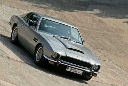 alquiler-aston-martin-V8-plata-1980-vehiculos-escena-rodajes-eventos-cine-peliculas-sealand-motion- 01