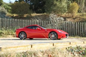 alquiler-ferrari-california-vehiculos-rodajes-sealand-motion-spots-cine-moda-sesiones-fotos-eventos
