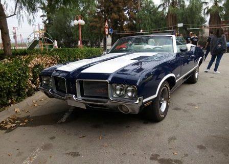 alquiler-coches-clasico-oldsmobile-replica-cutlas-cabrio-americano-vehiculos-anuncios-cine-moda-eventos-videoclips-sealand-motion