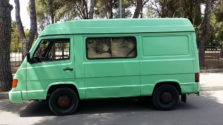 alquiler-furgoneta-mercedes-100-D-vehiculos-escena-spots-cine-eventos-sealand-motion