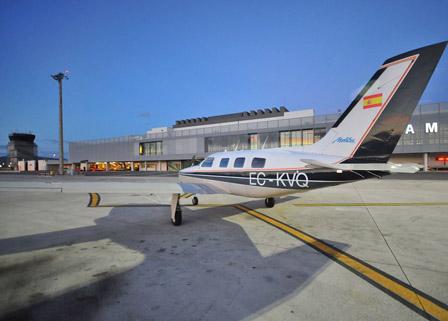 alquiler-avion-malibu-ECKVQ-rodajes-sealand-motion-01