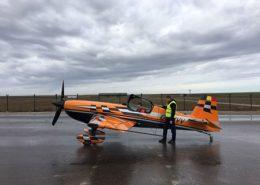 alquiler-avioneta-acrobatica-naranja-extra-330-sc-rodajes-sealand-motion-01