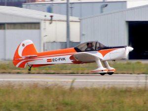 alquiler-avioneta-acrobatica-naranja-zlin-z50-rodajes-sealand-motion