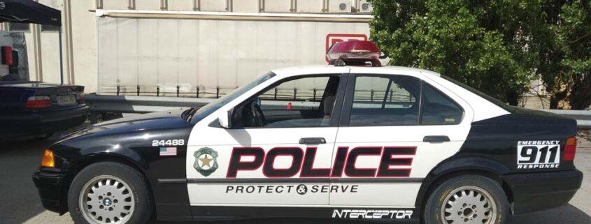 se-alquila-coche-de-policia-para-espectaculos-a-dos-ruedas